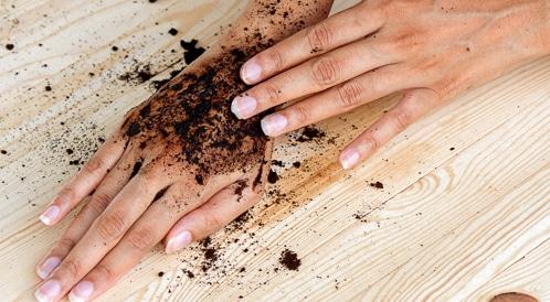 القهوة لتنعيم اليدين