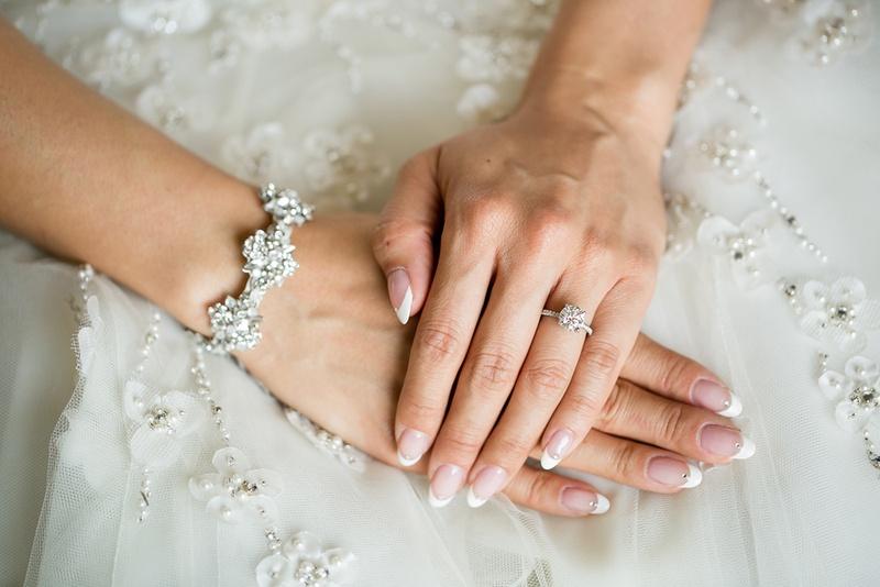 اظافر العروس