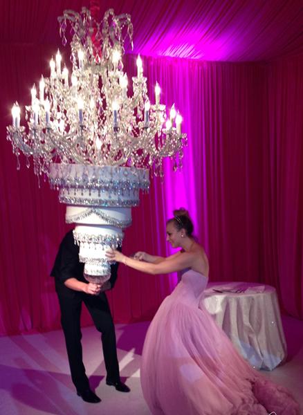أجمل كعكات الزفاف على طريقة المشاهير