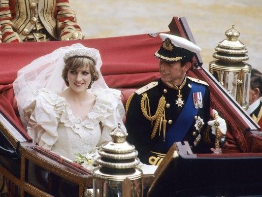 الأميرة ديانا في يوم زفافها