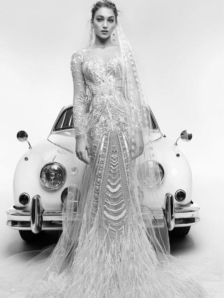 فساتين زفاف مزينة بالريش للعروس الجريئة
