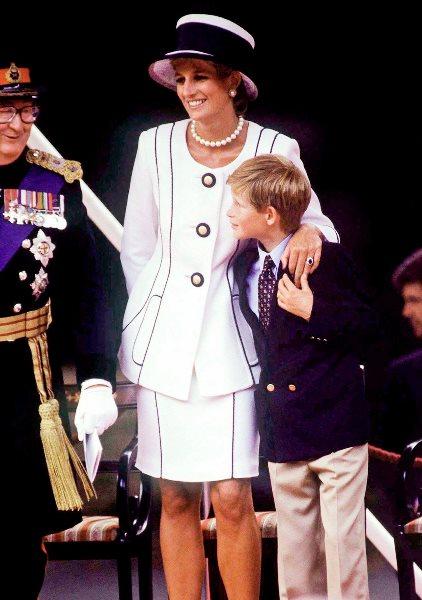 الأمير هاري والأميرة الراحلة ديانا