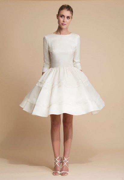 فستان زفاف قصير منفوش