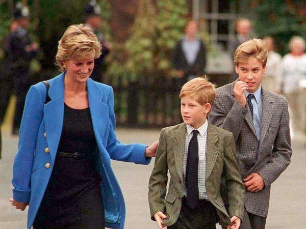 الأميرة ديانا مع الأمير هاري والأمير ويليام