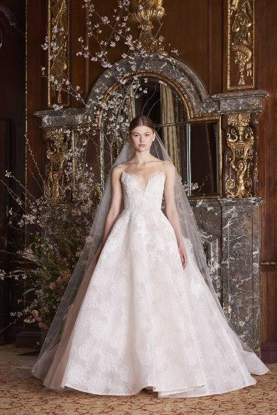 4fb64b78094f6 أصبحت صيحة التنانير القابلة للانفصال Detachable من أجمل صيحات فساتين الزفاف  التي يمكن أن تعتمدها العروس؛ لتضمن الظهور بأكثر من تصميم فستان زفاف خلال  العرس.
