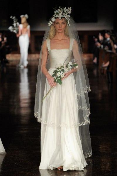 128555cd7a3e9 تنوعت فساتين زفاف جورج حبيقة لترضي ذوق كلعروس، سواء فساتين بقصّة الـA Line  أو القصّة العمودية Column التي تليق بالعروس الراقية.