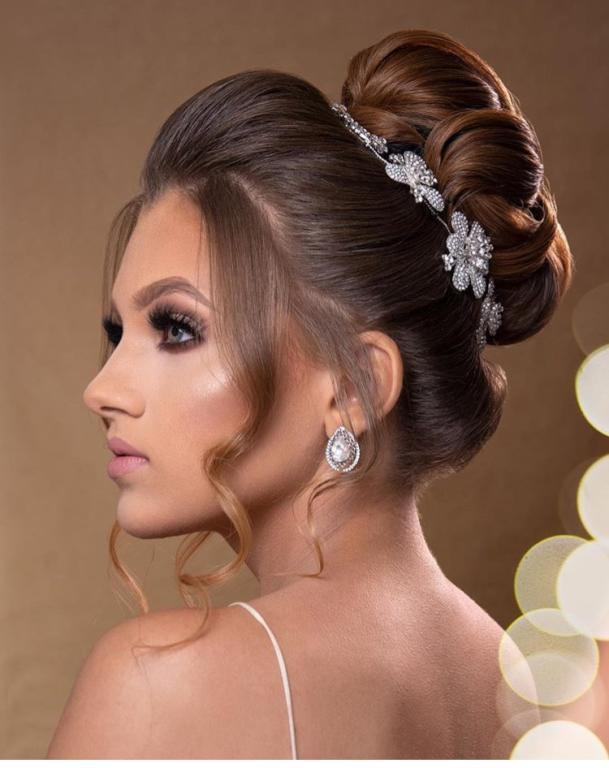 تسريحة عروس على طريقة الأميرة سندريلا