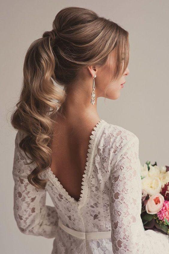 تسريحة شعر على شكل ذيل الحصان للعروس