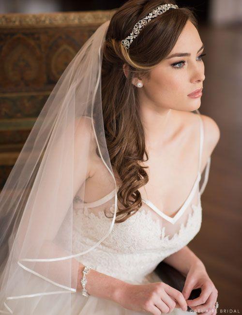 تسريحة شعر مموج للعروس