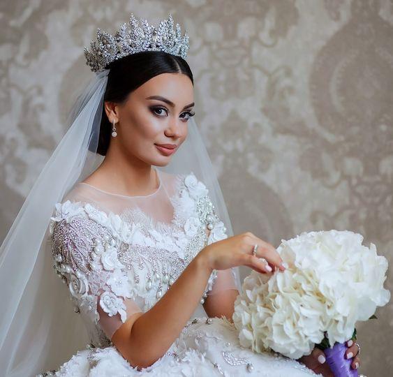 تسريحة شعر مرفوع للعروس