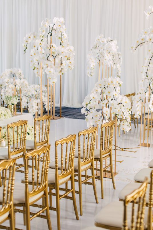 تزيين قاعة الزفاف بأزهار الأوركيد