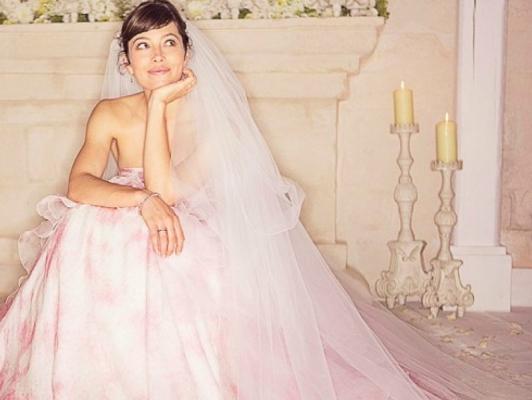 b50817420 اختارت العارضة والممثلة الأمريكية جيسيكا بييل، ارتداء فستان زفاف لافت منفوش  من التول باللون البينك، في حفل زفافها على المغني جاستين تيمبرلك في عام 2012،  من ...