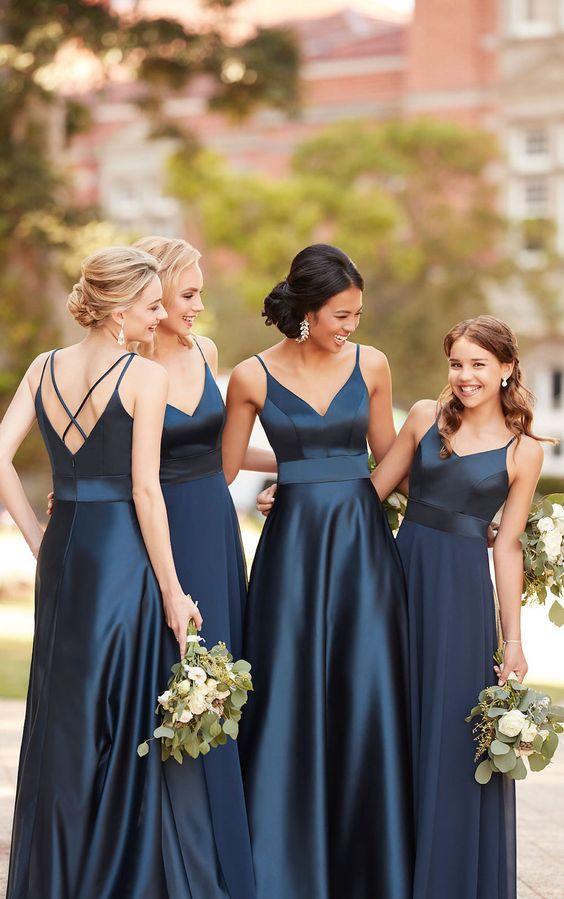 وصيفات عروس باللون الأزرق