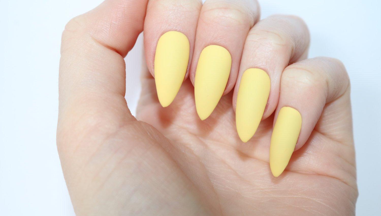 مناكير أصفر