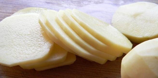ماء البطاطس للوجه