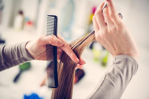 قص الشعر في المنزل