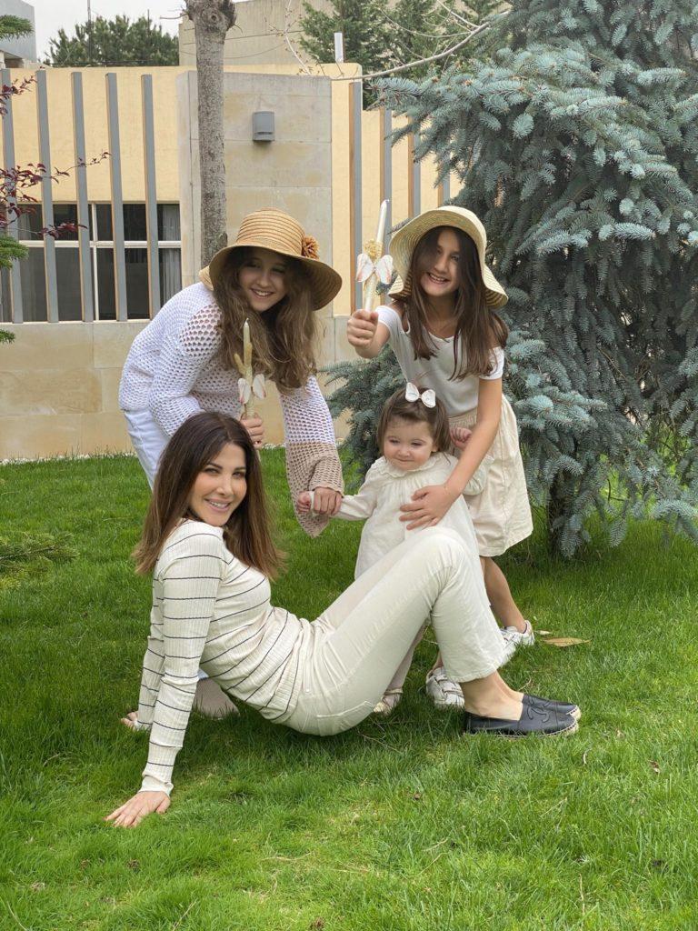 نانسي مع بناتها الثلاث