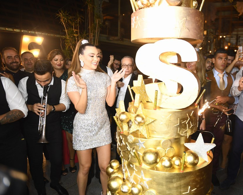 ستيفاني صليبا تحتفل بعيد ميلادها وسط النجوم