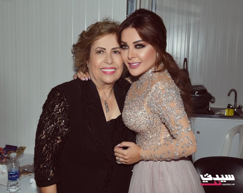 سارة الهاني مع والدتها بعد انتهاء الحفل