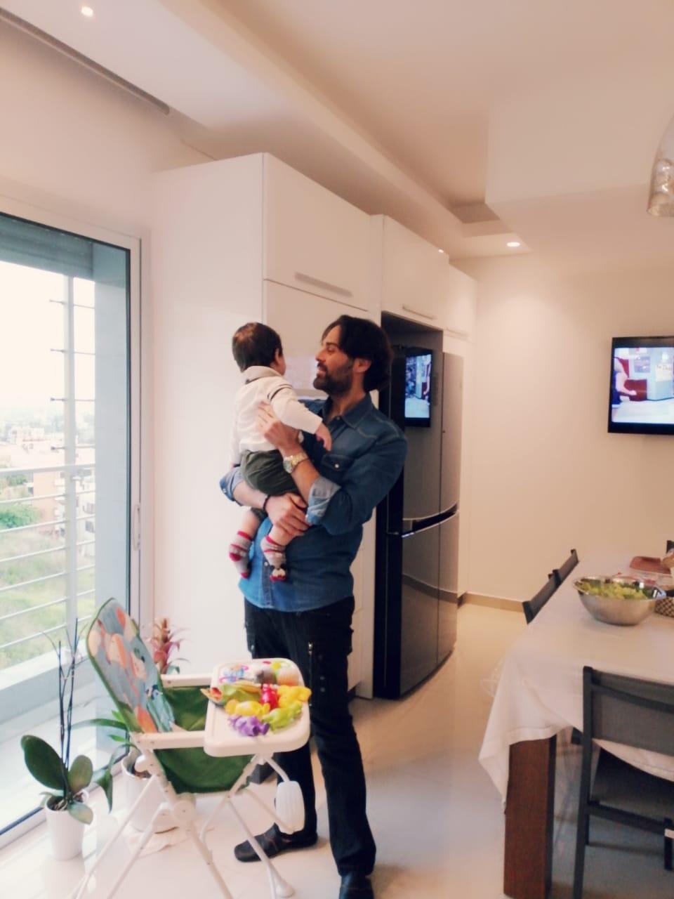 مازن مع ابنه