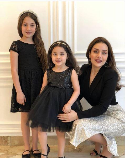زينب مع بناتها