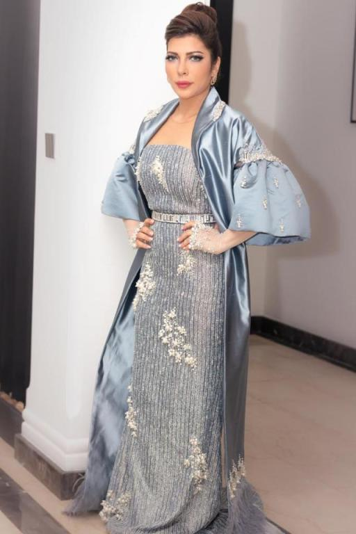 فستان مزين بالريش تألقت به أصالة نصري