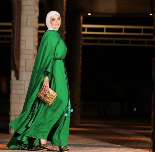 عبايه باللون الأخضر