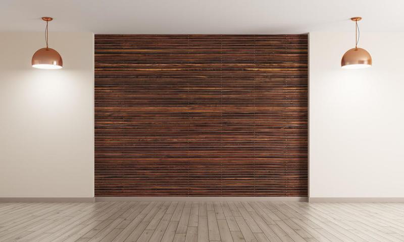 في الصالونات المودرن المؤثثة بمفروشات فاتحة، تطلى الجدران المكسوة بالخشب بألوان داكنة