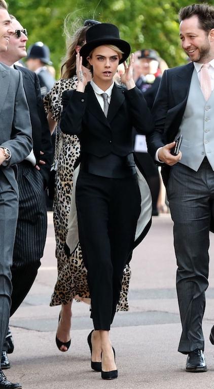 كارا ديليفينغ في اطلالة ذكورية في العرس الملكي