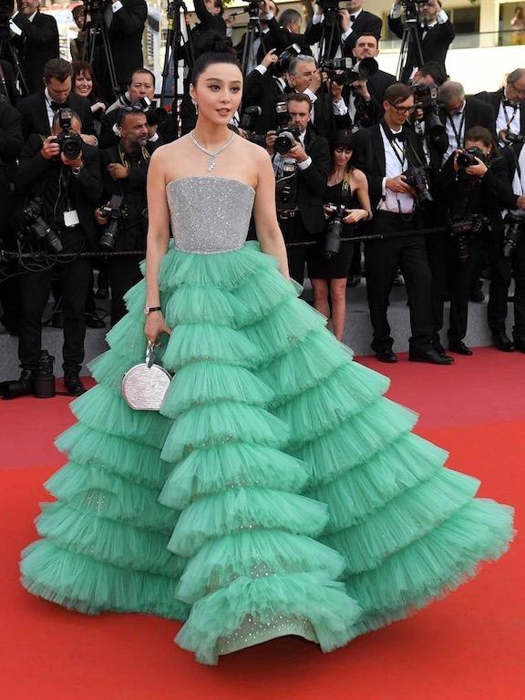 فان بينغ بينغ في فستان كشكش