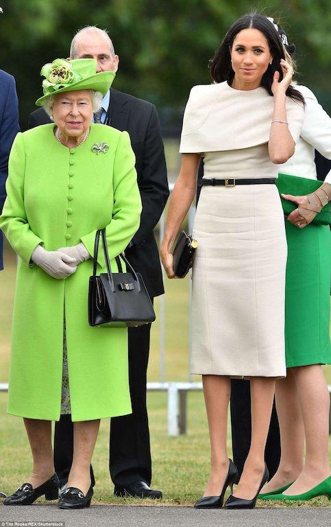 فستان باللون البيج من جيفنشي خيار ميغان ماركل: