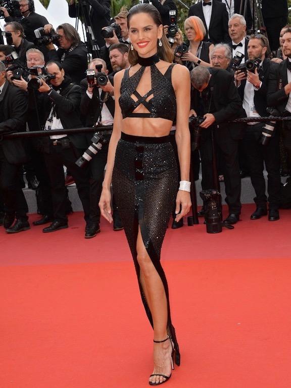 ايزابيل غولارت في فستان أسود
