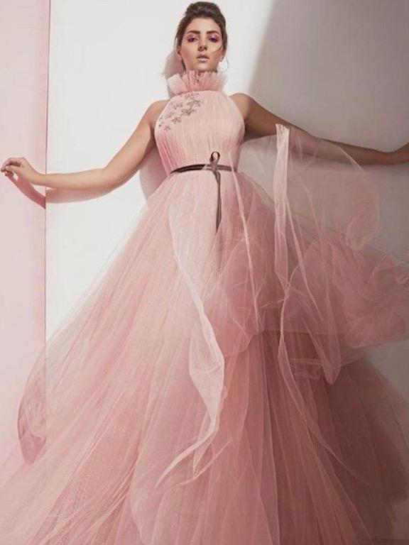 مريم سعيد في فستان باللون الزهري من مرمر حليم