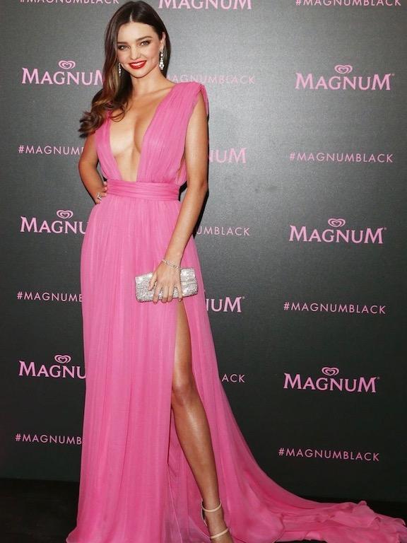 Miranda Kerr في فستان من  Emanuel Ungaro