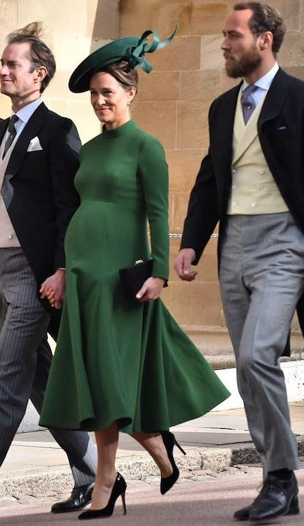بيبا ميدلتون تبرز حملها في فستان باللون الأخضر