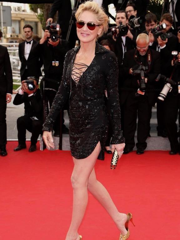 Sharon Stone في فستان قصير من Emilio Pucci