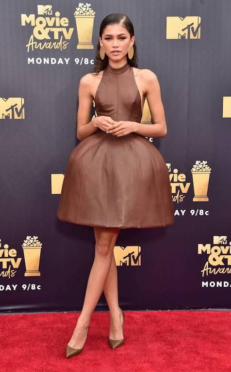 زيندايا في فستان قصير