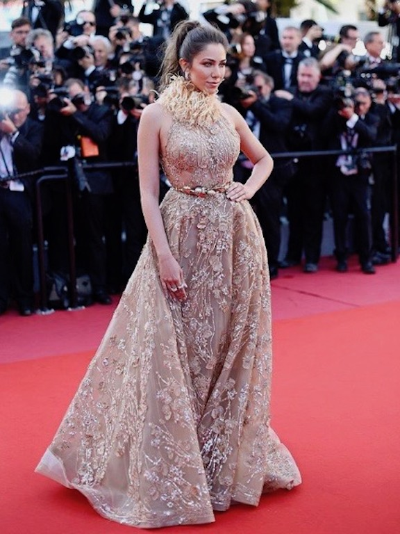 دانييلا رحمة في فستان من زهير مراد