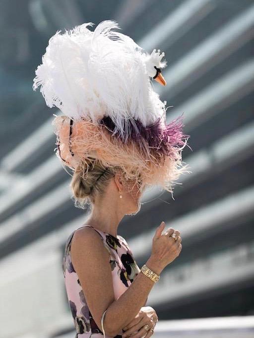قبعة بتصميم غريب