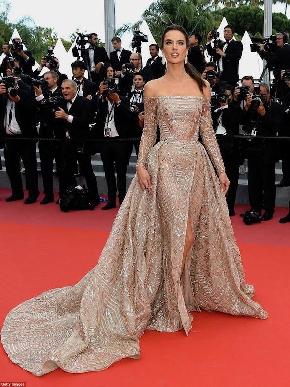 اليساندرا أمبروزيو في فستان ذهبي من زهير مراد