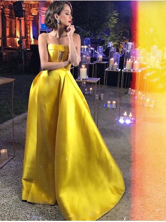 لانا الساحلي اختارت فستان باللون الأصفر