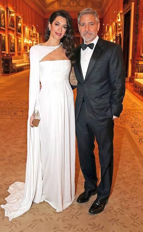 أمل كلوني في ضيافة الأمير تشارلز في فستان باللون الأبيض