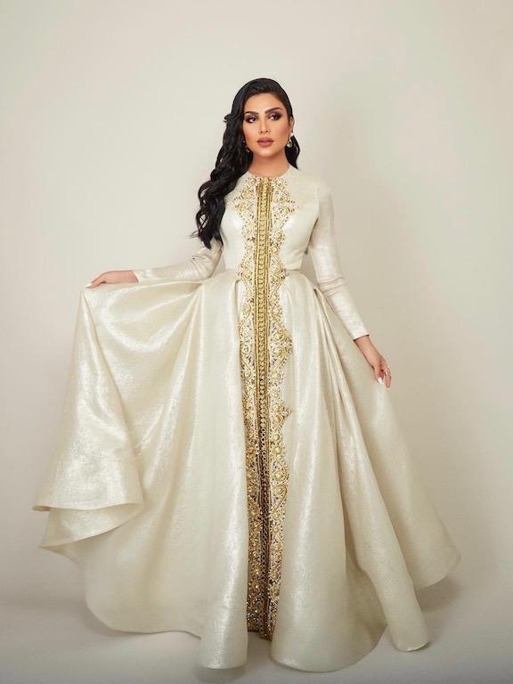 أمل العوض مثل الأميرات في القفطان المغربي