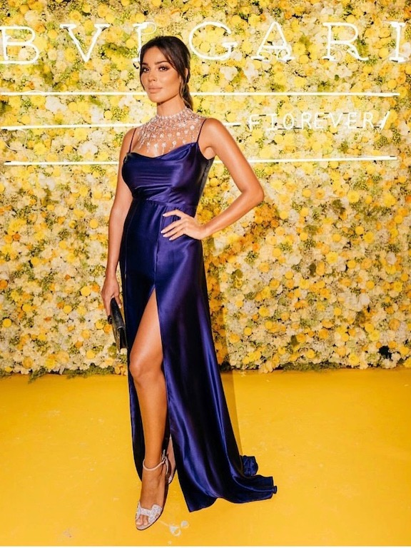 نادين نجيم في فستان باللون الأزرق النيلي