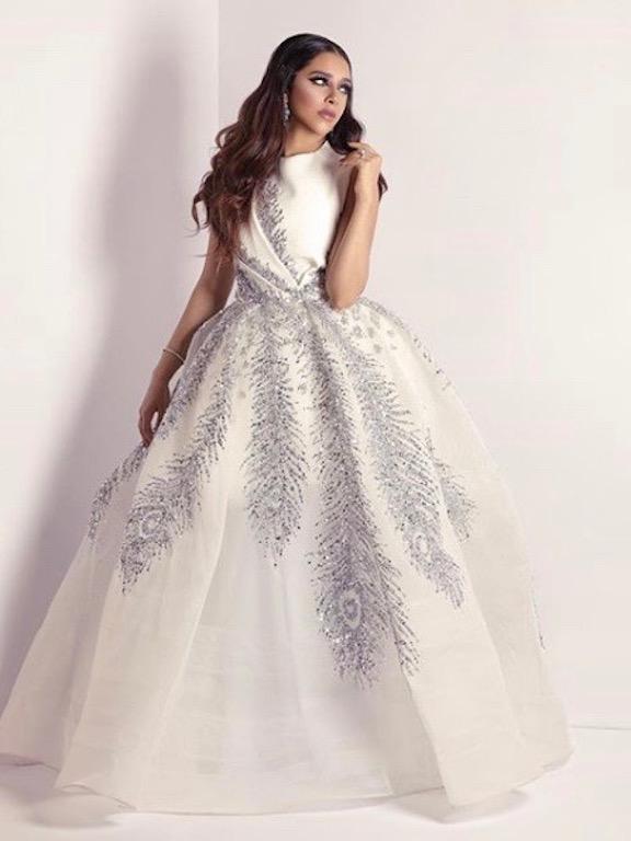 فستان منفوش باللون الأبيض خيار بلقيس فتحي