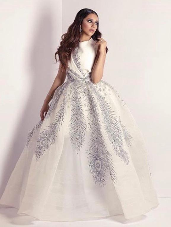 فستان سواريه باللون الأبيض تألقت به بلقيس فتحي
