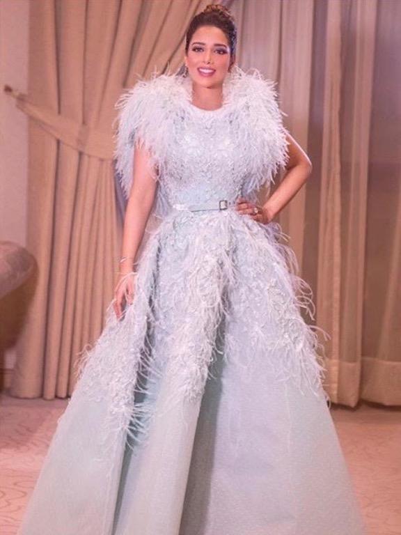 بلقيس فتحي في فستان فاخر مزين بالريش