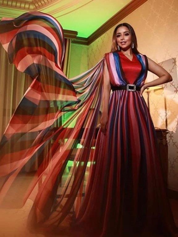 فساتين ملابس مقلمة للفنانات 2019
