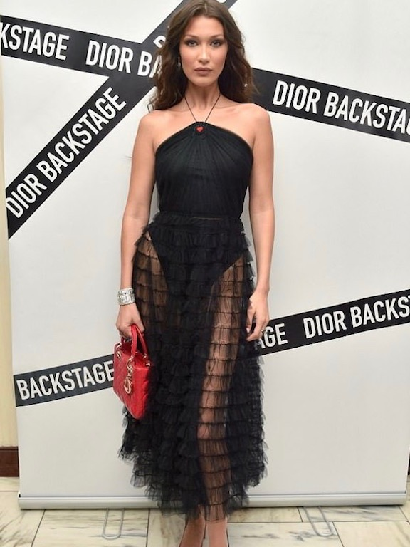 بيلا حديد في فستان من ديور