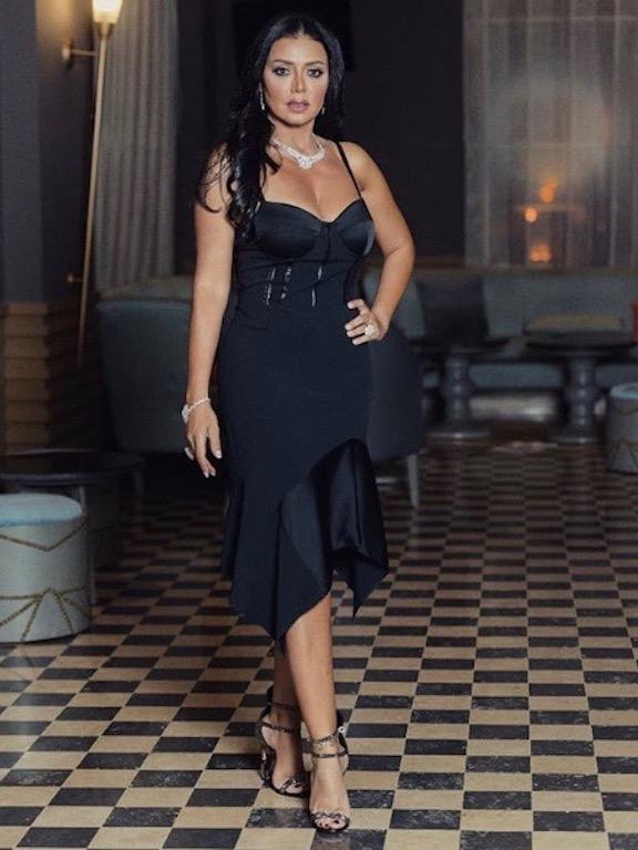 رانيا يوسف في فستان باللون الأسود